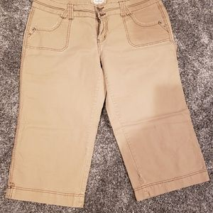 Maurices Khaki Capris in New Condition